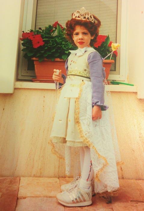 מלכת אסתר. גלימת פאר משארית וילון (מתוך הבלוג של hagitnovak)